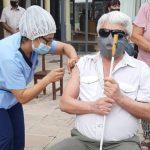 Continua la vacunación Covid-19 a mayores de 70 años, residentes en centros de larga estancia