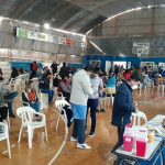 Clima de fiesta en el operativo de vacunación con cientos de jóvenes en Quimilí